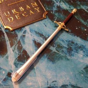 Arya Stark Needle brush